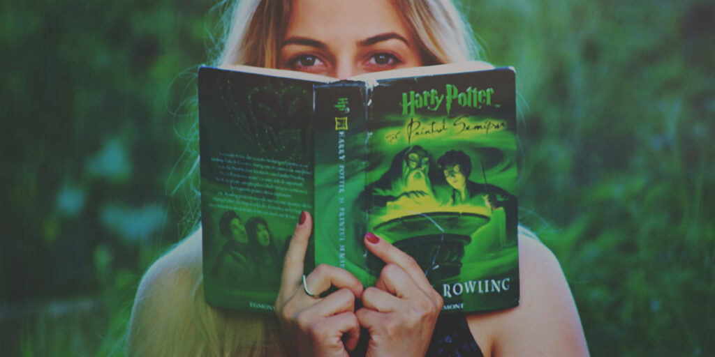 Woman reading Harry Potter